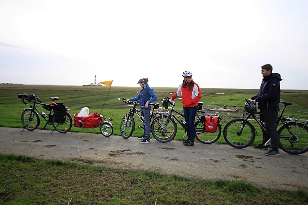 Cycling Family am Leuchturm Westerhever